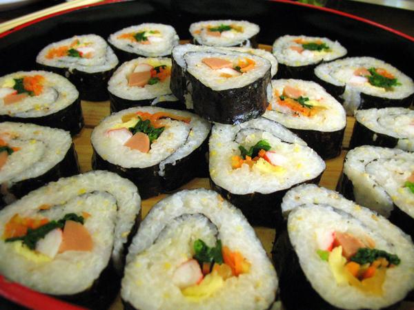Las ventajas nutricionales, pocas grasas y cantidad de verduras, hacen de la comida asiática un reclamo. Foto Wikipedia