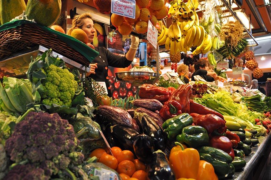 En el Mercado de la Llibertat de Barcelona hay puestos con más de medio siglo de historia