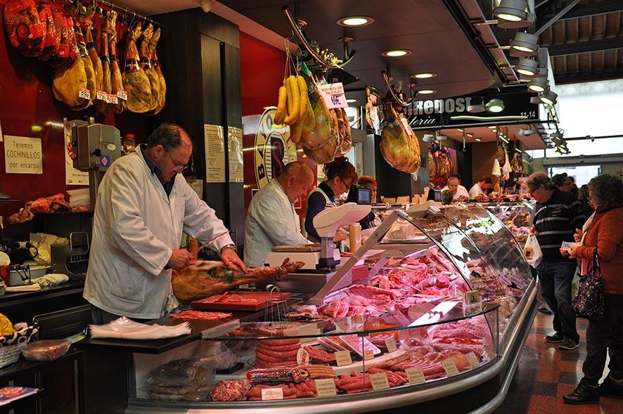 La compra presencial de cercanía es uno de los atractivos del Mercado de la Llibertat de Barcelona