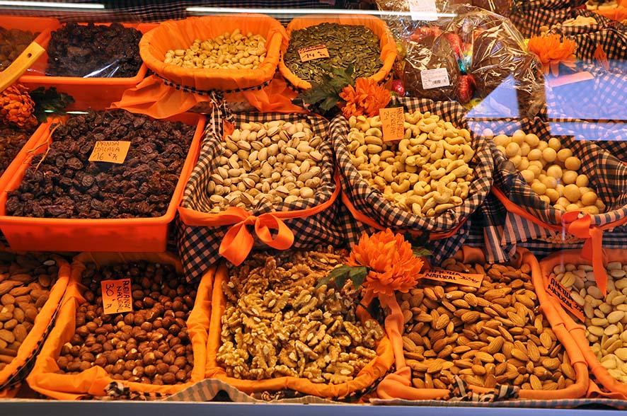 En el Mercado de la Llibertat de Barcelona existe una gran variedad de gremios de comerciantes