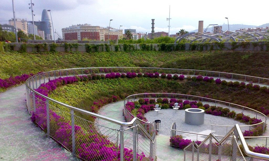 El Parque Central del Poblenou es un lugar ideal para comer al aire libre en Barcelona