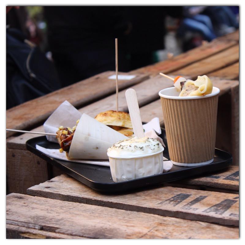 Los mejores platos de Street food en la zona de jardines de All Those de la mano de nuestros food trucks favoritos, restaurantes y caterings.