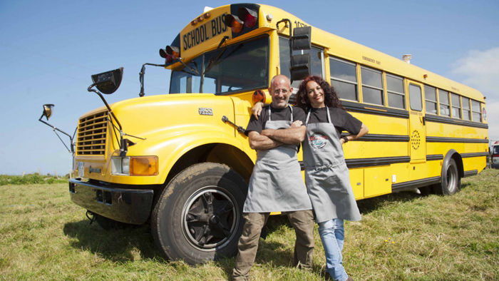 School bus y el street food