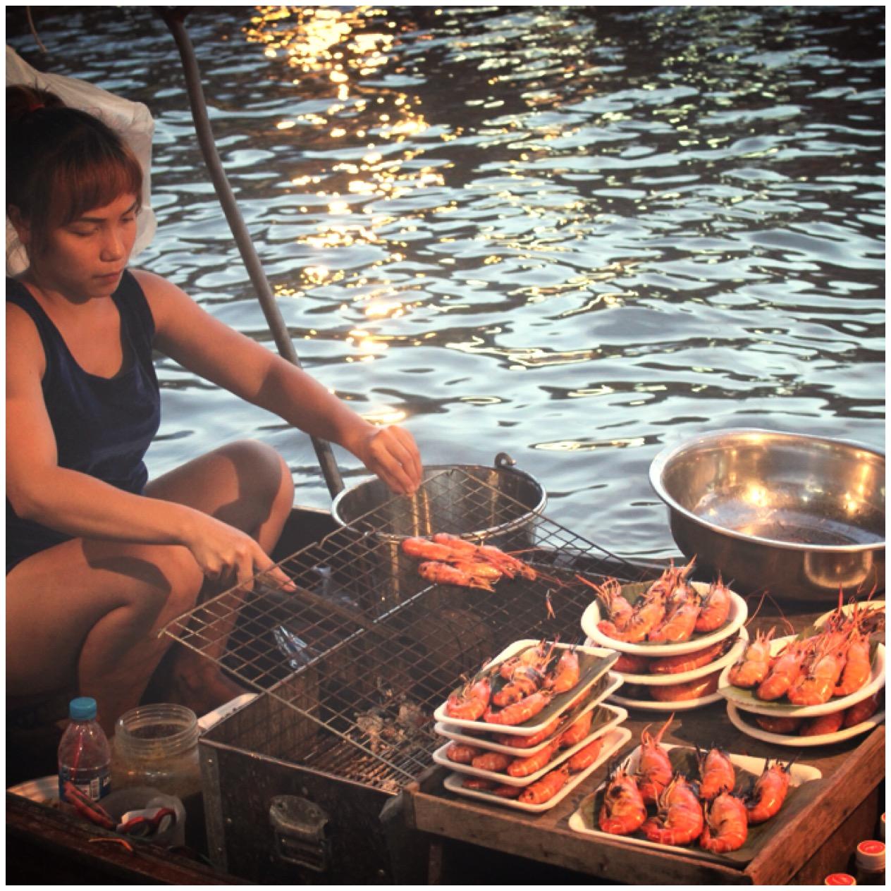 Tailandia, mercado flotante nocturno